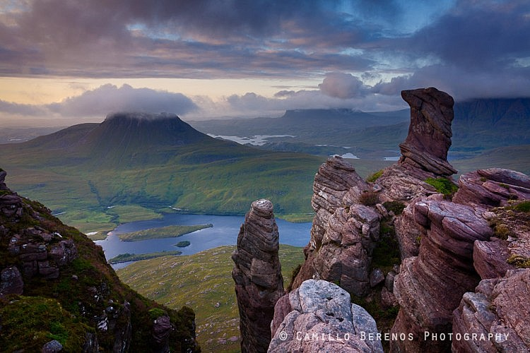 The Torridonian sandstone pinnacles on Sgorr Tuath are almost surreal in appearance, especially with the primordial landscape of Inverpolly and Assynt as a backdrop. Stac Pollaidh, Suilven, Cul Mor and Cul Beag can all be admired from this vantage point.