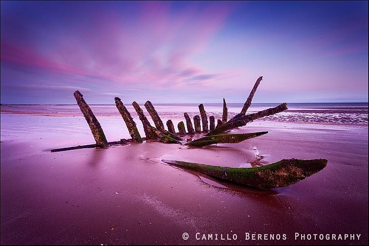 Longniddty shipwrech at sunrise low tide